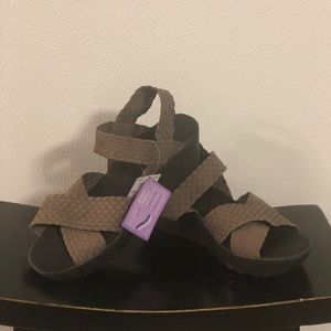 Dexflex Shoes brown wedge/platform